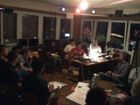 Photo de la table ronde avec une partie des personnes présentes